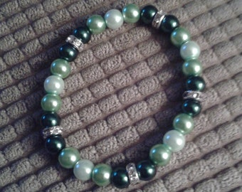Green and White Glass Bead Bracelet