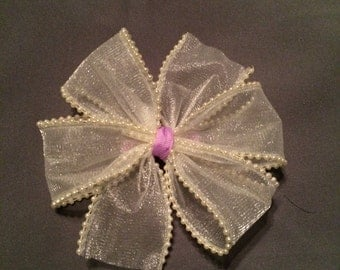 Pearly hair bow
