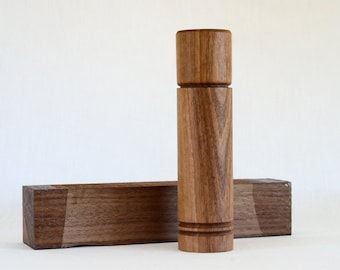 Wooden - artisanal salt and pepper grinder / Pepper mill