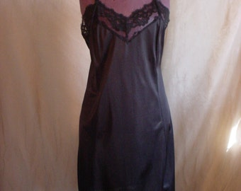 Vintage Velrose Black Full Slip size 38 with Tailored Bodice and Lace