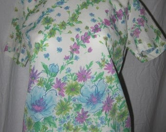 60's Adorable Ladies Floral, Blouse, Summer Top, Small.