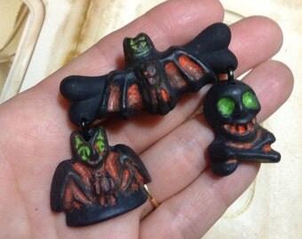 Halloween Novelty Dangle Brooch - Primitive Salem Witch Cat Skull Bat - Costume Jewlery - Resin Plastic Lucite Fakelite - Retro Handmade