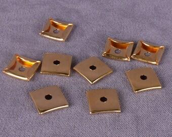 Square Gold Metal Disk 11mm - 50 Pieces (MD11GORV2-50)