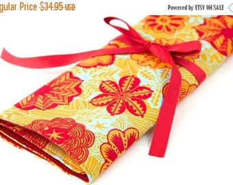 Sale 25% OFF Large Knitting Needle Case Organizer - Butterscotch - 30 Red Pockets for All Sizes