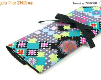 Sale 25% OFF Large Knitting Needle Case Organizer - Digi Bold  - 30 black pockets for straight, circular, double point needles