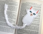 Cat Bookmark with yarn tail -white-