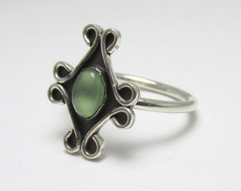 Green Serpentine cabochon Scroll Sterling Silver Ring 0.45 carats Size 6
