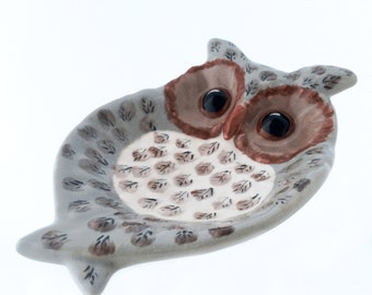 Wide Eye Owl Spoon Rest or Ceramic Soap Dish in Warm Taupe Brown Cream