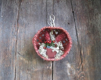 VINTAGE KITCHEN COLLECTION  hanging  floral  WaLL or Table dried flower  Apple Basket