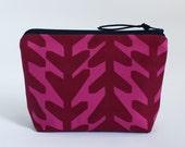 ARROWS - Basic Zipper Bag in Ruby