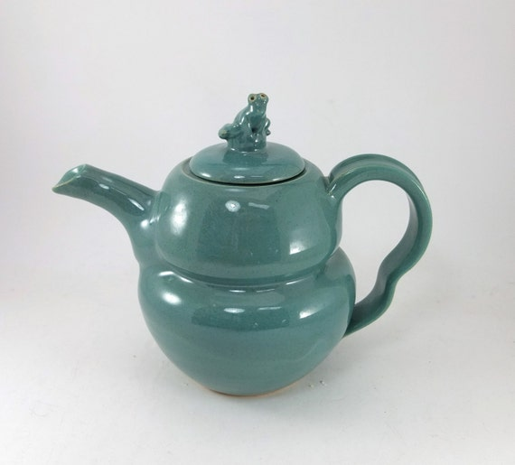 green froggy teapot
