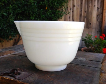 Pyrex Mixing Bowl ~ Hamilton Beach Mixing Bowl ~ Pyrex Milk Glass ~ Pyrex Mixer ~ Hamilton Beach Mixer