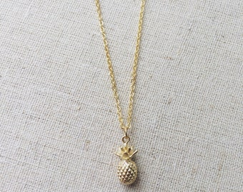 Simple matte gold pineapple necklace