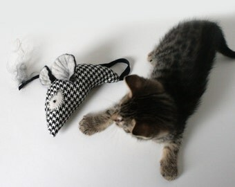 Cat Toy / Black and White Mouse / Wool