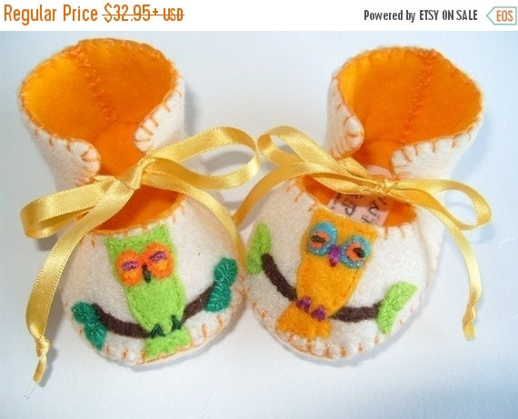 20 % off Summer Sale Beautiful Cream and Gold Owl Baby Booties perfect Baby Gift