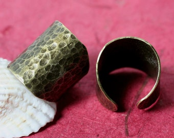 Hand hammered antique brass adjustable ring, one piece (item ID HN00015ABK)