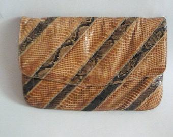 Vintage VARON Convertible Clutch Purse / CHEVRON Snakeskin Reptile Python / Shoulder Bag Brown / Envelope Medium size 1980s