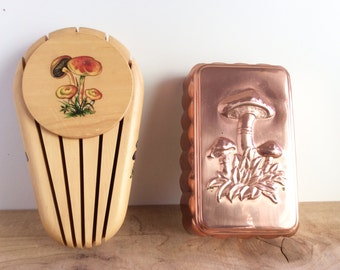 Vintage Mushrooms : Wooden Knife Block, Copper Mold. Wall Mount Wood Knife Holder. Cute Retro Kitchen Decor, Kitschy Woodland Wall Hanging.