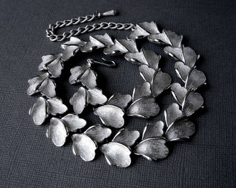 Minty 1950s Judy Lee Silver Metal Chocker Textured Leaves Leaf Necklace Classic 50s Vintage Costume Jewelry Grecian Chic Accessory