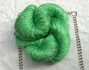 Silk Yarn Hand Dyed Worsted weight - Kelly Green
