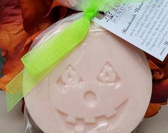 Happy Halloween Pumpkin Soap, Halloween Soap, Fall Soap, Halloween Gift, Pumpkin Pie Soap
