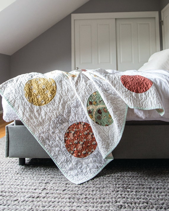 The Appliqué Book: Traditional Techniques, Modern Style - 16 Quilt Projects by Casey York