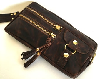 6 pocket Vigga wristlet clutch in antique brown