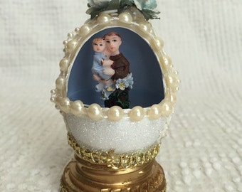 Vintage Panoramic Egg -  Tiny St Joseph holding Jesus figurine inside - Stands alone or use as an ornament - Lovely
