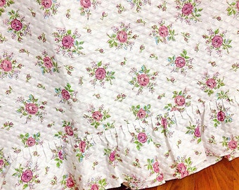 Tuck Me In... Vintage Purple Cabbage Roses Bedspread Coverlet Bedding Purple Piping Twin Size Cotton Ruffled Details