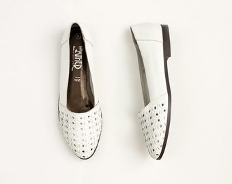 90s Vintage White Leather Lattice Slip On Loafer Flats / Size US 8