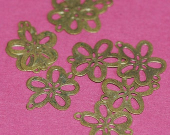 10 pcs of Antique brass stamp  flower links15x18mm