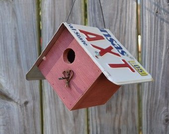 Hanging wren House - Rustic Birdhouse - Primitive Birdhouse - License Plates Birdhouse