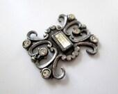 BANANA BOB Vintage Rhinestone Metal Finding - 1