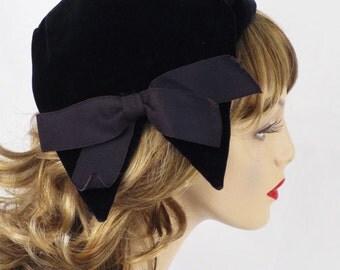 1950s Black Velvet Asymmetrical Hat Cap by Betmar Sz 22