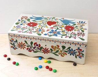 Flower Hearts. Vintage handmade wood box.