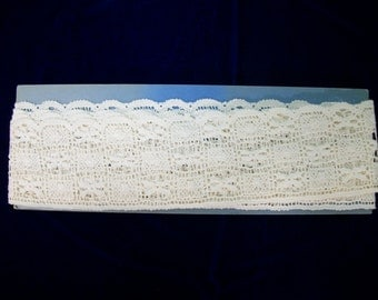 Vintage Cotton Lace on Original Card . 2 Inches wide  2 1/2 Yards