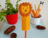 Felt lion pencil topper