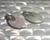 2pcs Pendant Pink and Iridescent White Shell Mother of Pearl Shell Focal Beads Pendant Silver Teardrop Jewelry Jewellery Craft Supplies