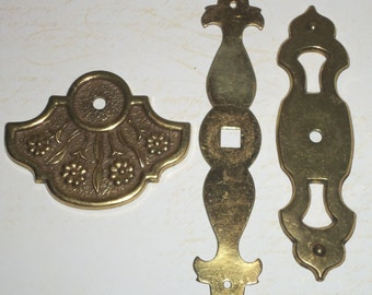 Antique Vintage Brass Hardware Floral Back Plates Drawer Knob Pulls Set of 3