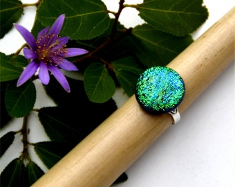 071 Fused dichroic glass ring, adjustable, silver plated, round, blue and green, sparkly