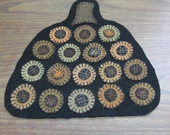 Vintage Primitive Style Wool Pumpkin Penny Rug Candle Mat FAAP