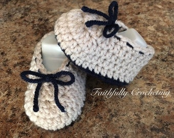 Newborn booties... Ready to ship.. Soft shoes... Baby booties.. Boots