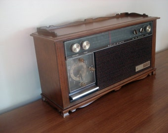 Vintage table radio by General Electric - walnut finish - AM/FM radio with alarm clock - works perfectly - great sound