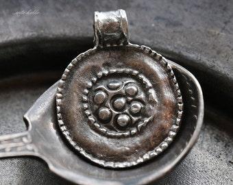 10% off FLORAL MEDALLION .. 1 Mykonos Greek Pewter Round Charm Beads 19x24mm (M100-1)