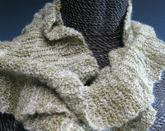Knitted Ruffle Scarf: Jenny