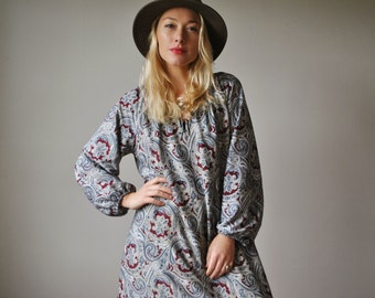 1970s Paisley Autumn Dress~Size Small to Large