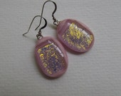 E 586 NEW Pretty in pink fused glass earrings.