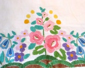 Floral embroidered vintage tablecloth - Wall hanging - Cottage chic - Boho - Decorative throw - Garden