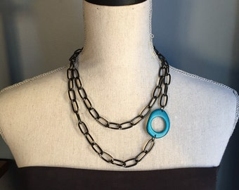 Thick chain with blue accent
