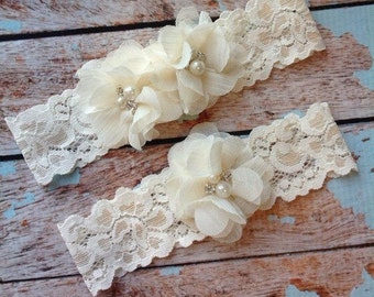 IVORY wedding garter set / bridal  garter/  lace garter / toss garter included /  wedding garter / vintage inspired lac